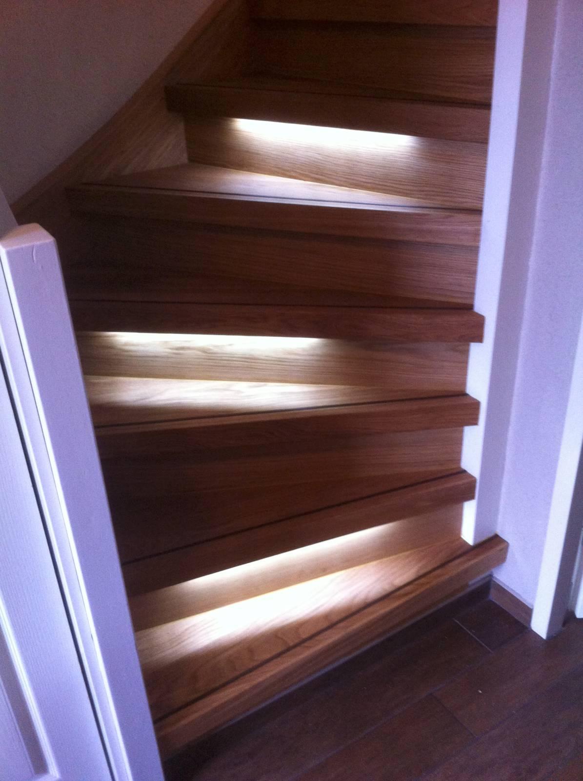 Hout laminaat of tapijt traprenovatie vloerrenovatie voordelig en professioneel - Tapijt badkamer hout ...